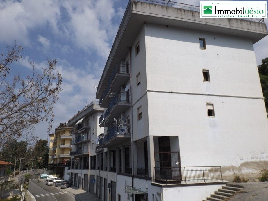 Vendesi ampio appartamento a tito in via roma immobildesio for Vendesi appartamento a roma